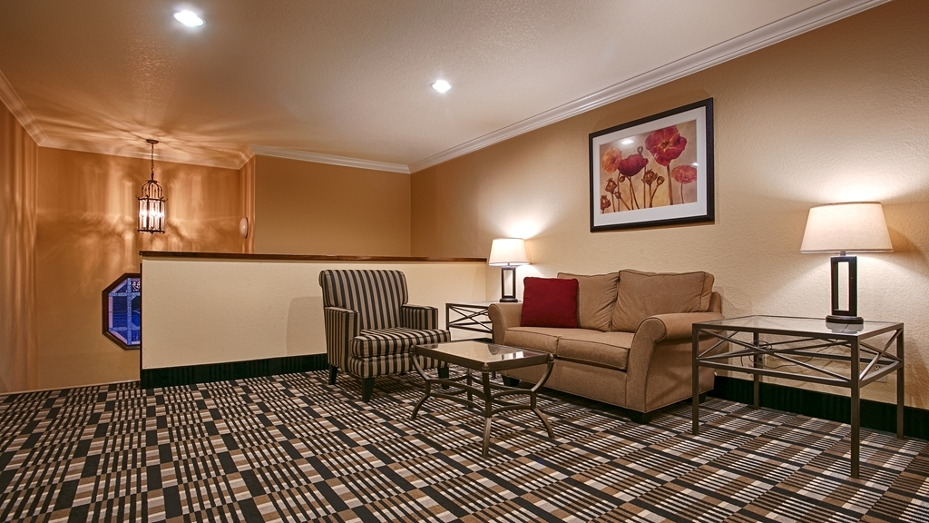 Best Western Town & Country Lodge - Relax in our Second Floor Sitting Area