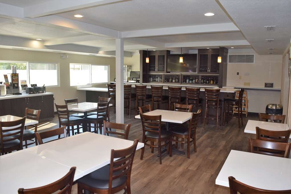 Best Western Town & Country Lodge - Bar/Lounge