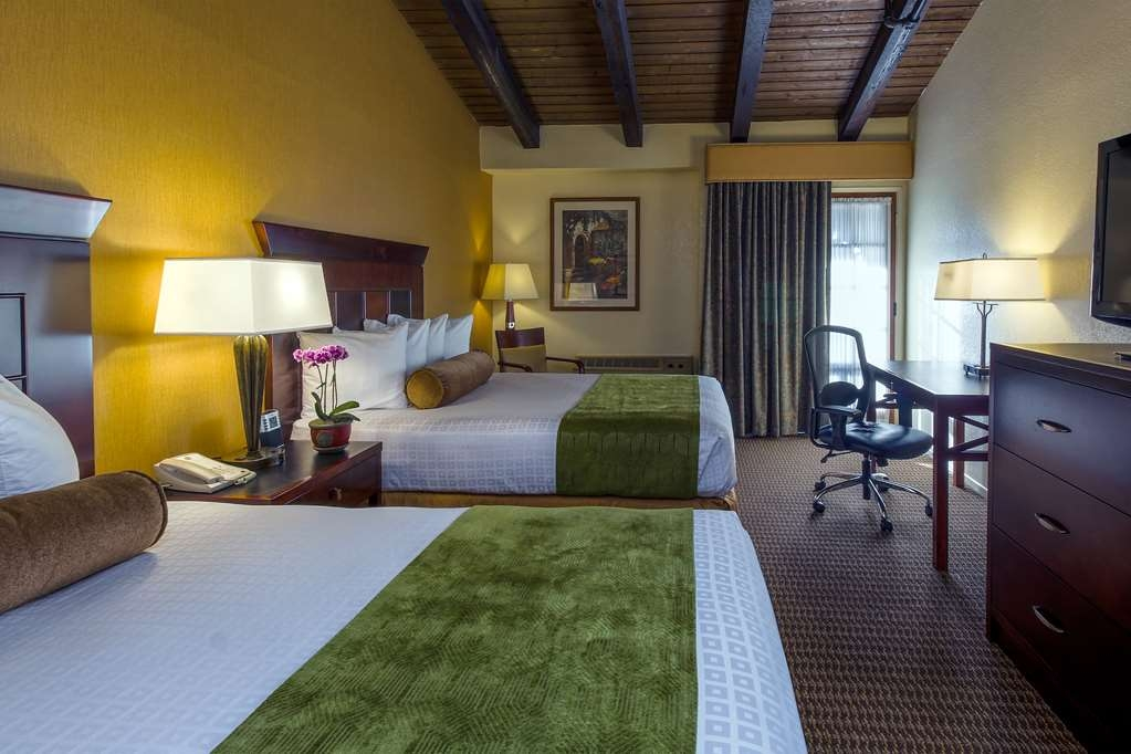 Best Western Plus Carpinteria Inn - Our Double Queen guest rooms have enough room to bring the whole family along.