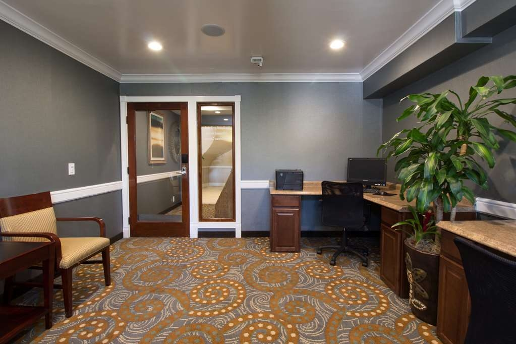 Best Western Plus Carpinteria Inn - Take advantage of our business center for all of your computer needs.