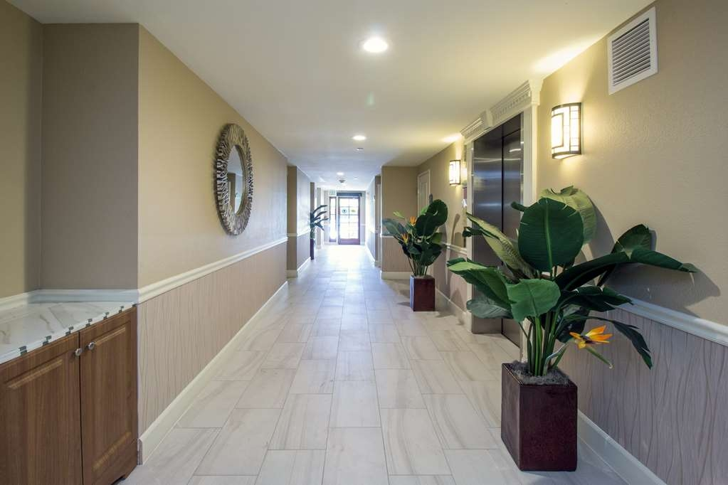 Best Western Plus Carpinteria Inn - Entrance Lobby