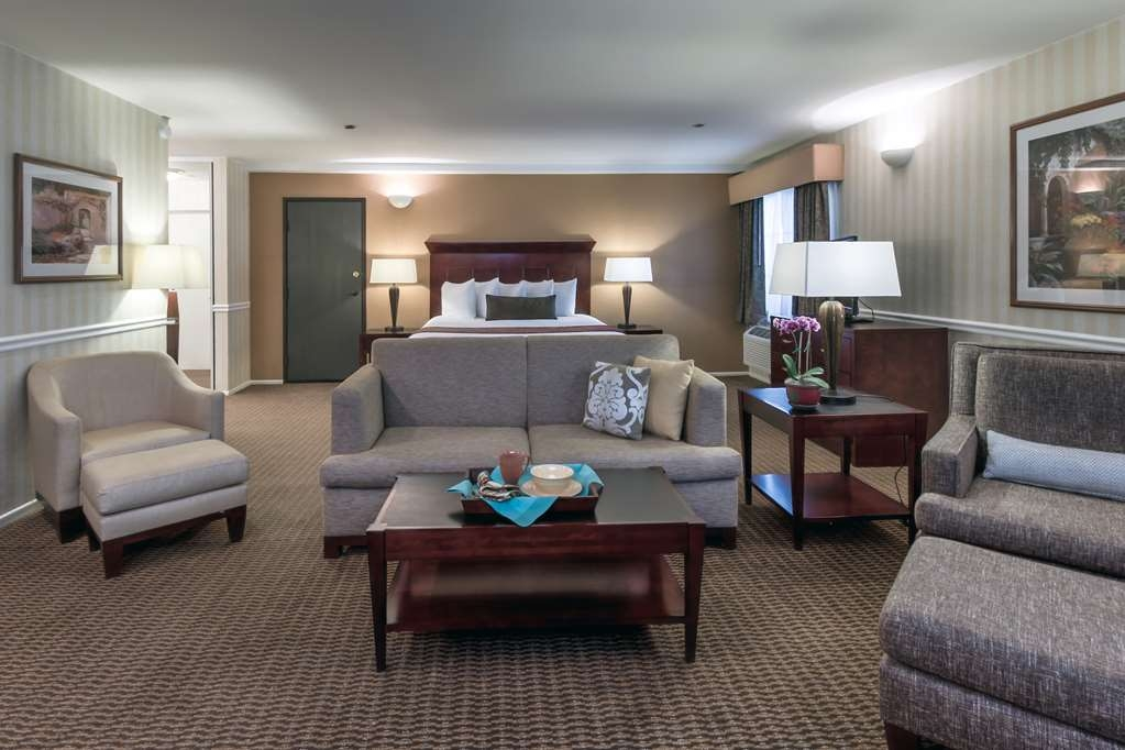 Best Western Plus Carpinteria Inn - Suite