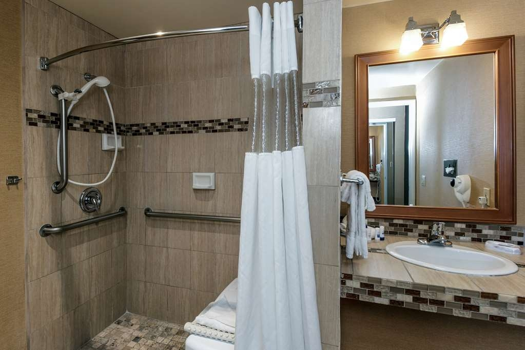 Best Western Plus Carpinteria Inn - Roll-In Shower available.