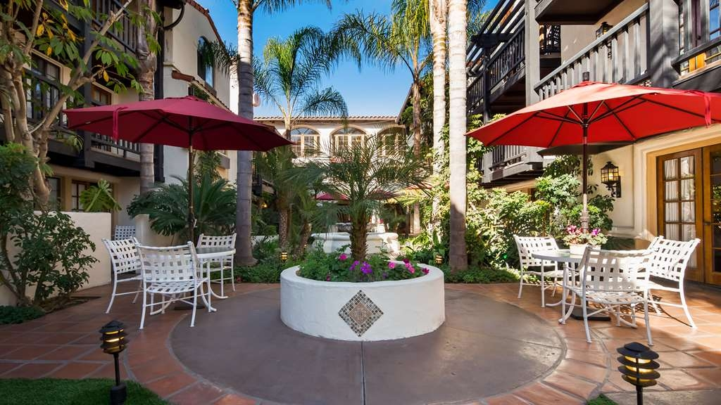 Best Western Plus Carpinteria Inn - Hotel Exterior Patio
