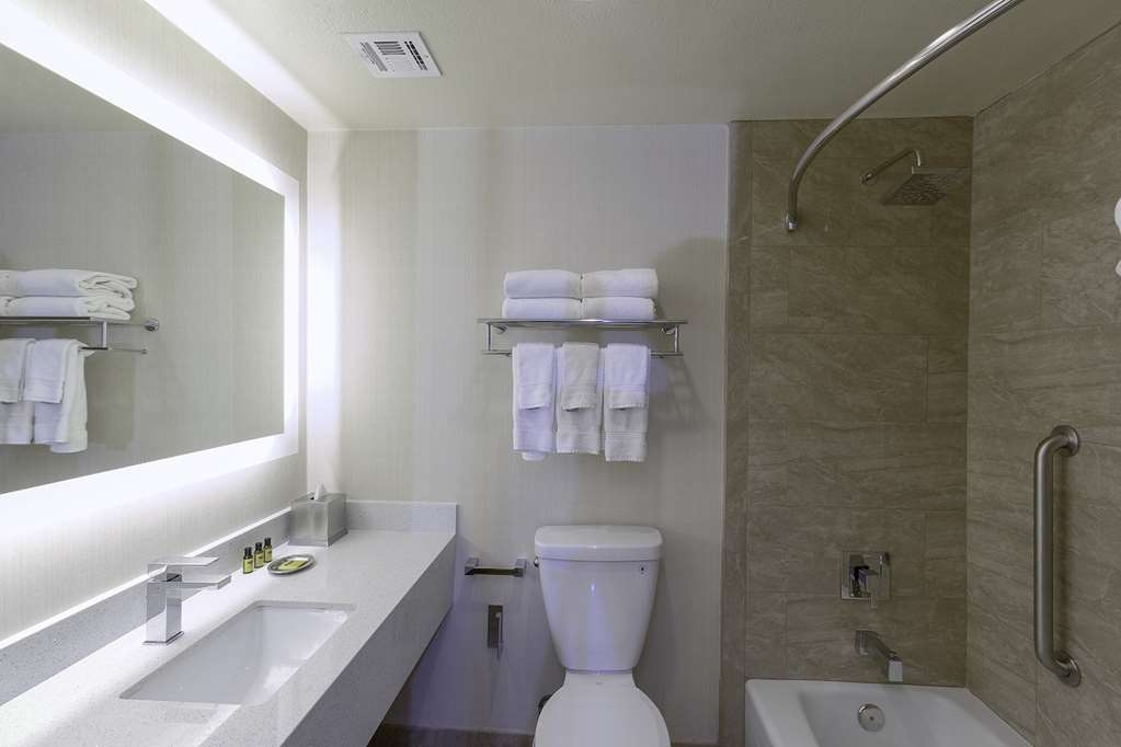 Best Western Plus Carpinteria Inn - Our guest bathroom is fully prepared for your arrival.