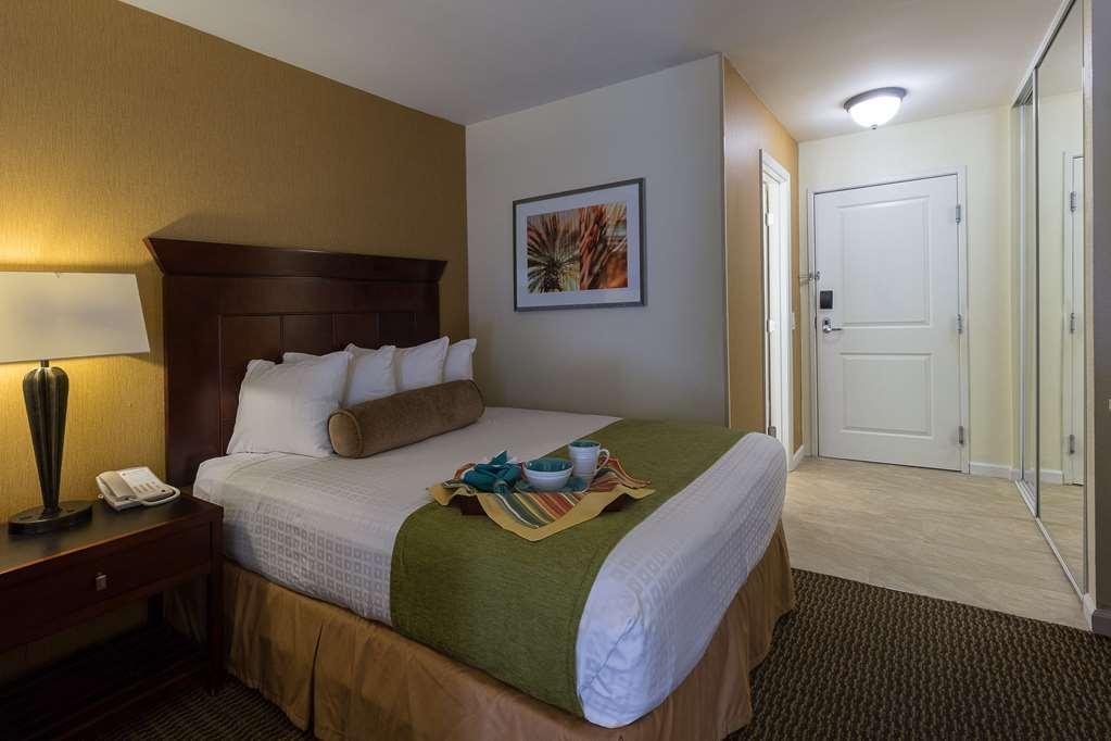 Best Western Plus Carpinteria Inn - Guest Room