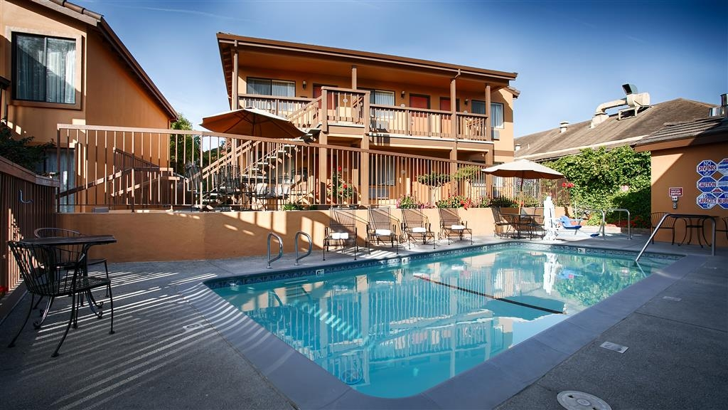 Best Western Rose Garden Inn - Take a plunge in our outdoor heated pool.