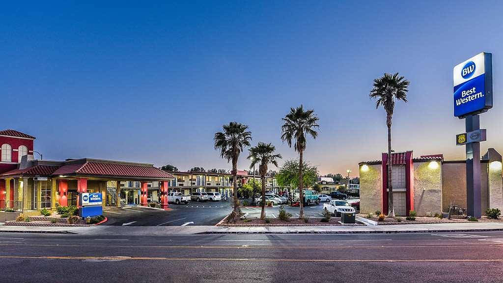 Best Western Desert Villa Inn - Vista exterior