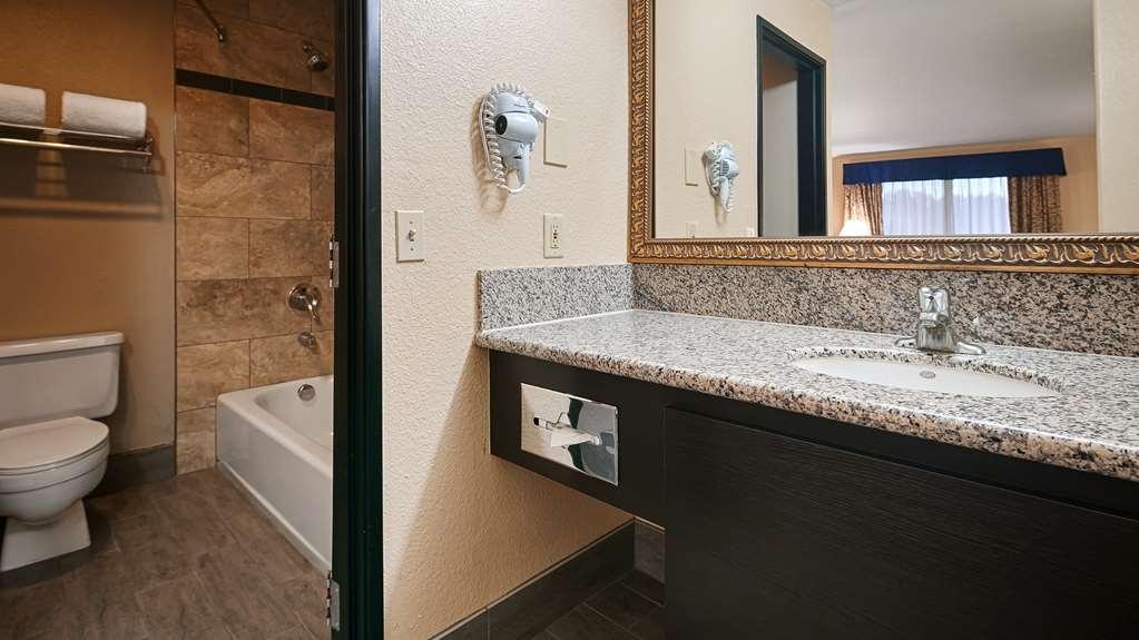 Best Western Desert Villa Inn - Guest Bathroom