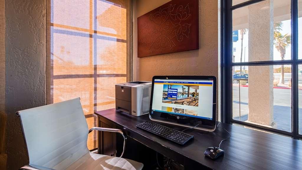 Best Western Desert Villa Inn - Business center