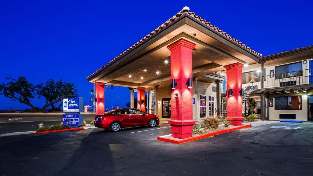 Best Western Desert Villa Inn - Facciata dell'albergo