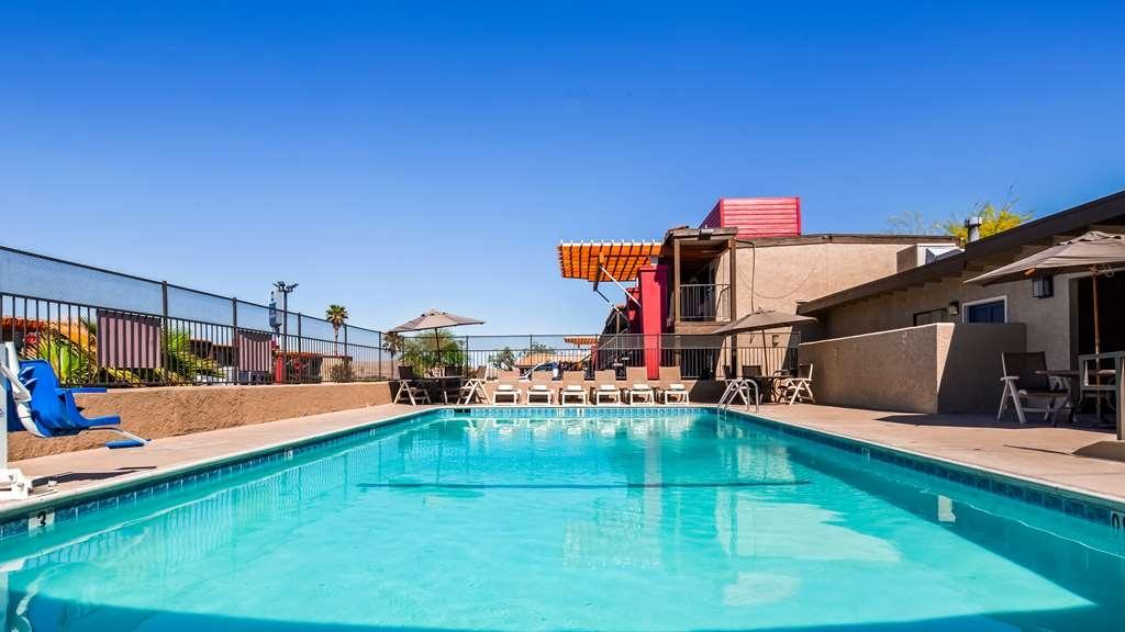 Best Western Desert Villa Inn - Pool view