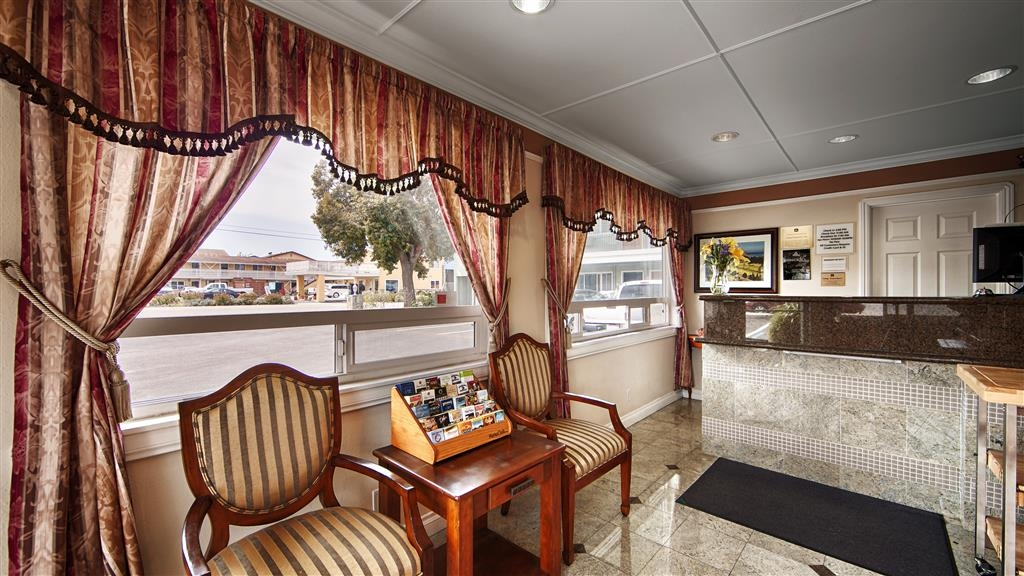 Best Western Tradewinds - Feel the comfort right away in our cozy Hotel Lobby