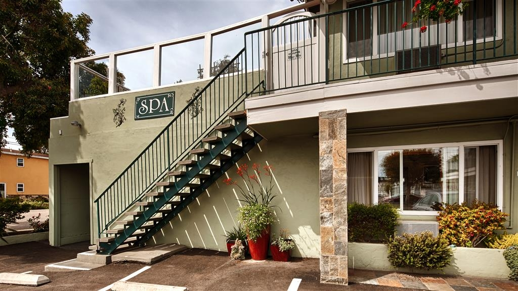 Best Western Tradewinds - Enjoy a visit to our on site Spa