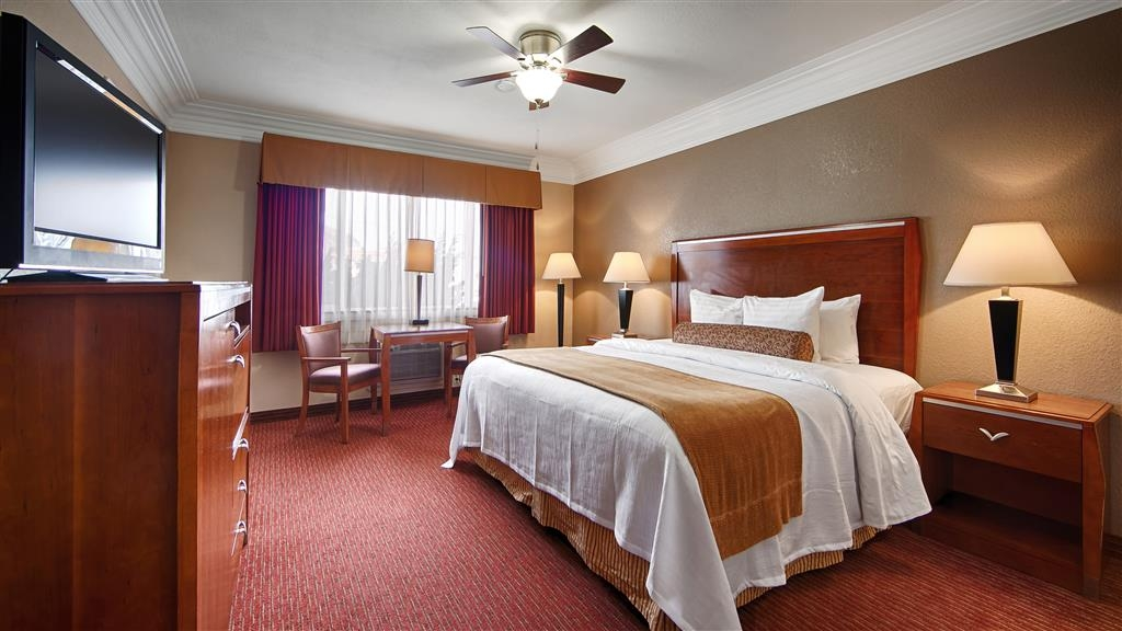 Best Western Tradewinds - Make yourself at home in our King Bed Guest Room