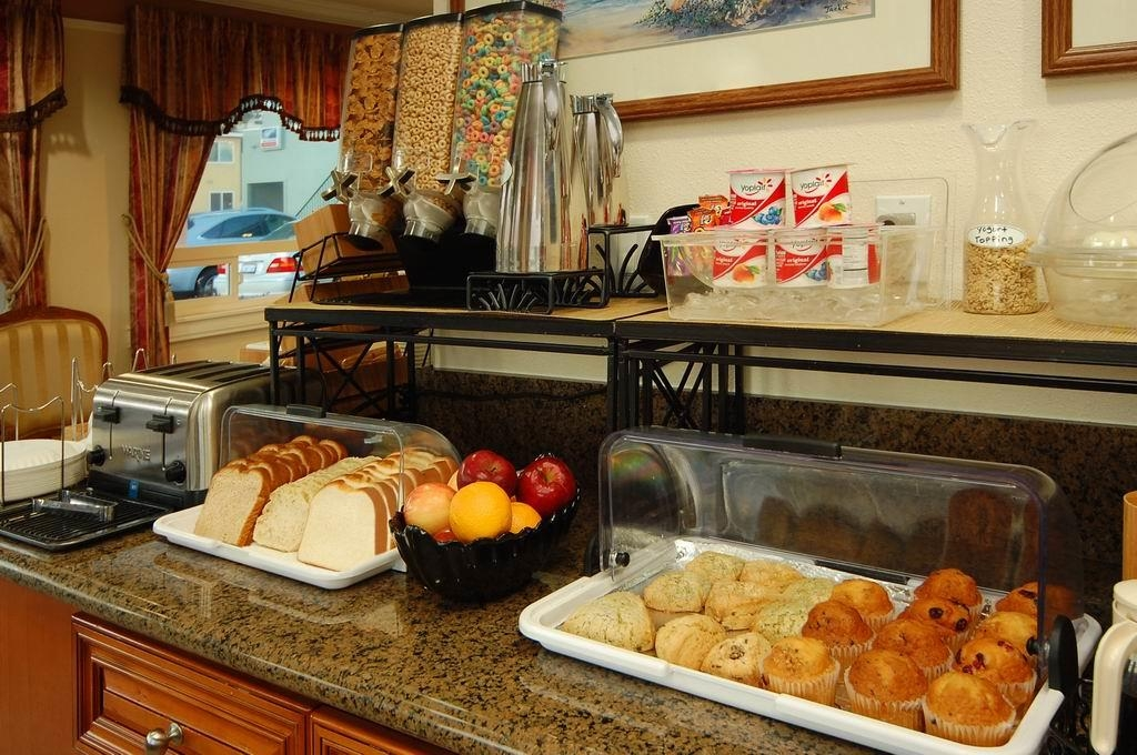 Best Western Tradewinds - Choose from a wide selection of food to enjoy your morning meal.