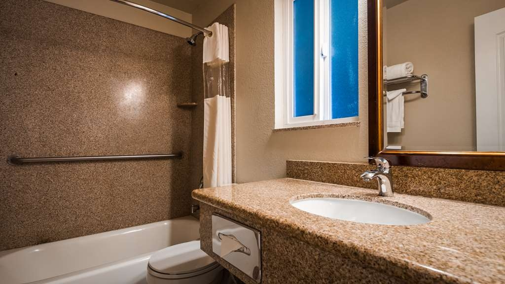 Best Western Tradewinds - Guest Bathroom