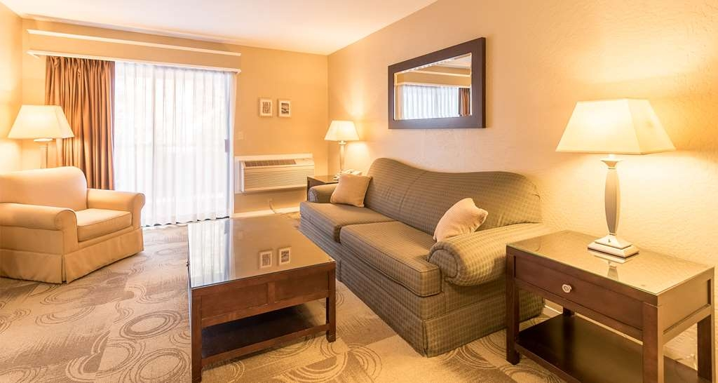 Best Western Seacliff Inn - Use the sofabed in our king suite for extra sleeping space without the cost of an additional room.