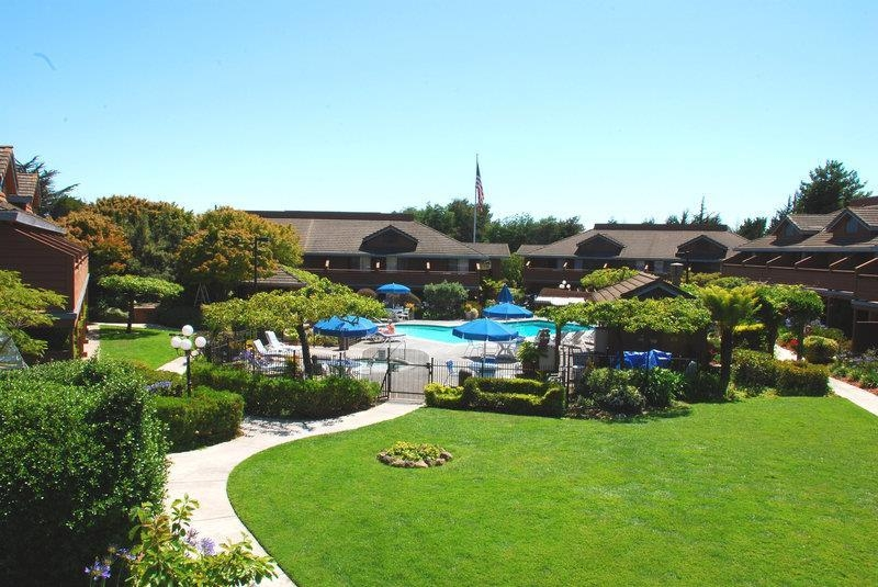 Best Western Seacliff Inn - Our hotel sits on 6 beautifully landscaped acres with scenic garden paths.