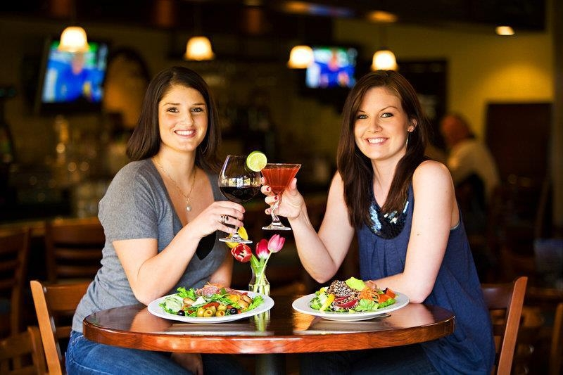 Best Western Seacliff Inn - Enjoy of our many delicious drinks and catch up with your friends at Severino's Bar & Grill.