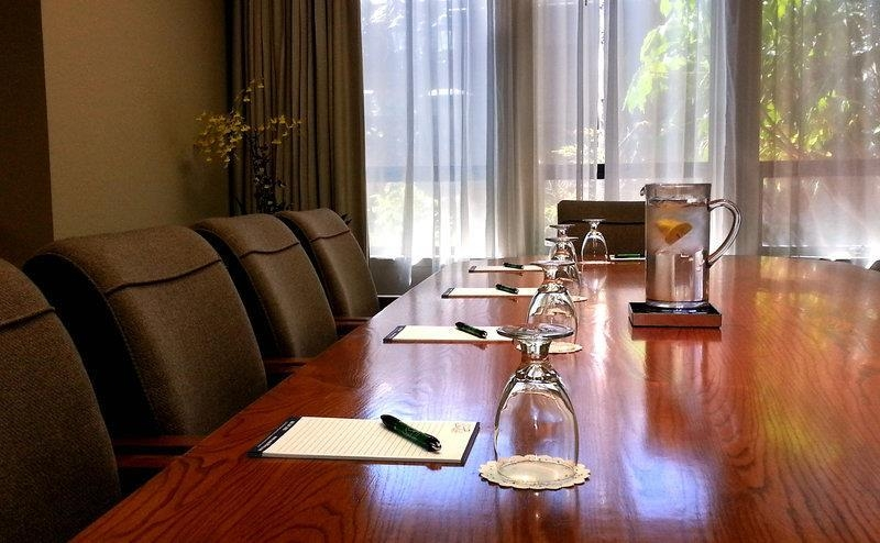 Best Western Seacliff Inn - The Monarch Meeting Room offers the perfect place to exchange business ideas or strategies, accomodates up to 10 people.