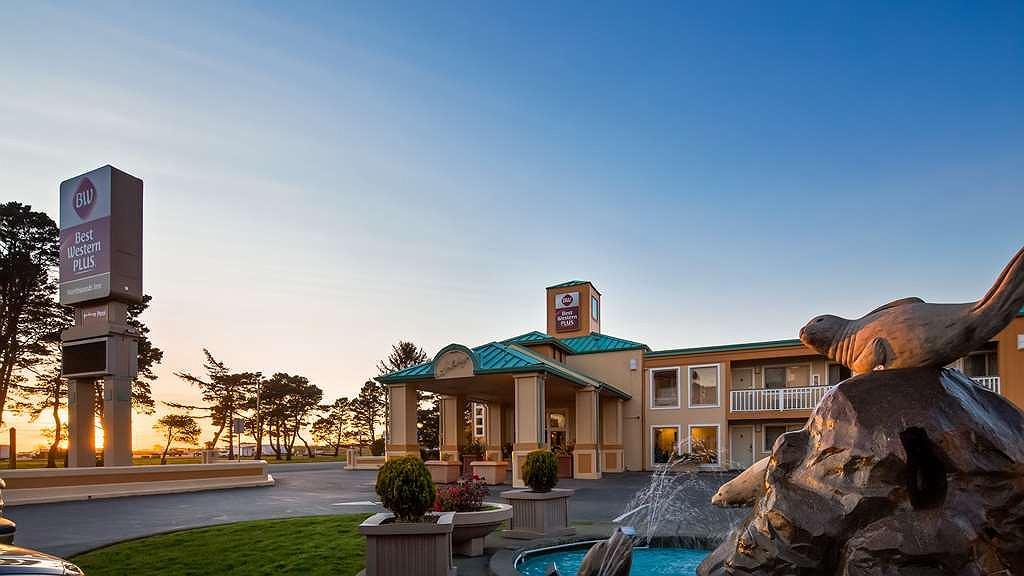 Best Western Plus Northwoods Inn - Façade