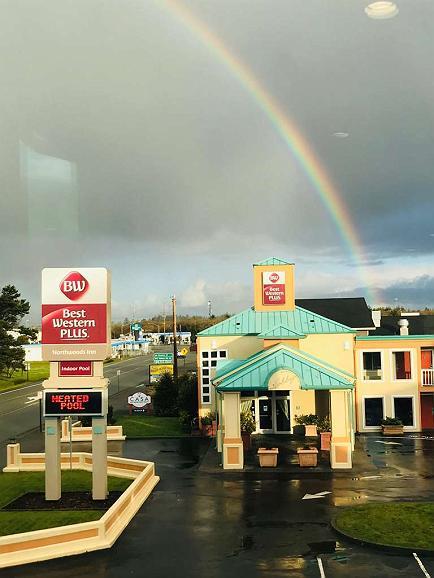 Best Western Plus Northwoods Inn - Property Entrance From Restaurant