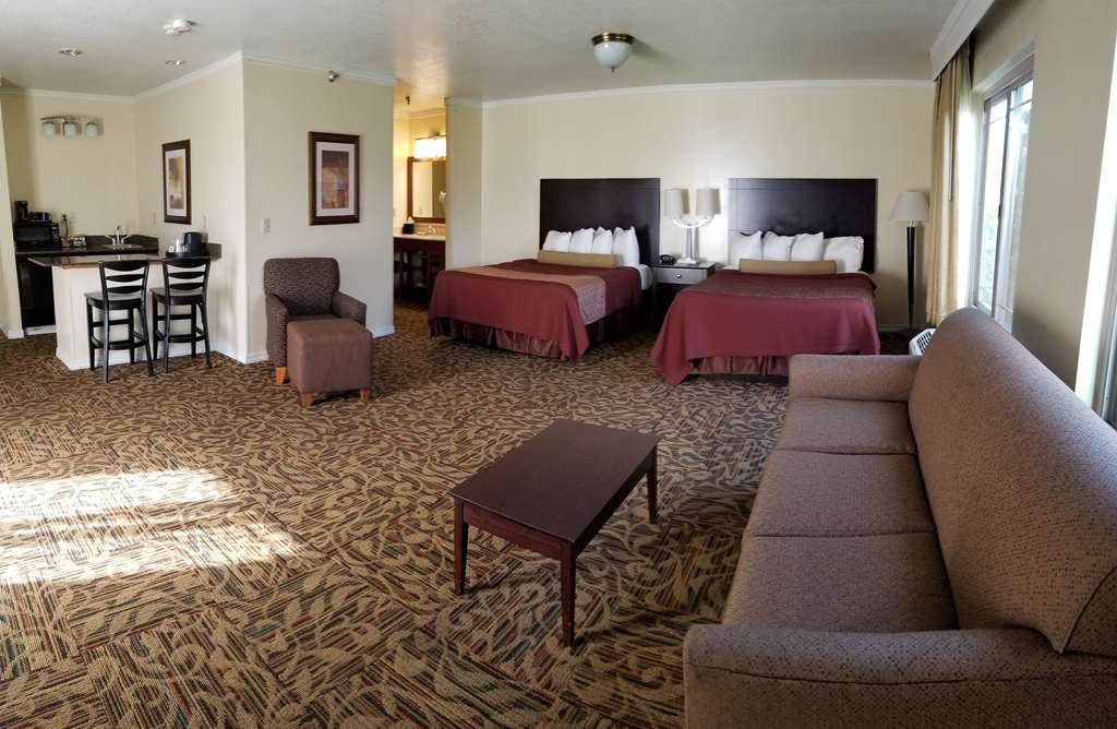 Best Western Plus Northwoods Inn - Two queen with Sleeper Sofa and Breakfast Nook with Microwave and Fridge