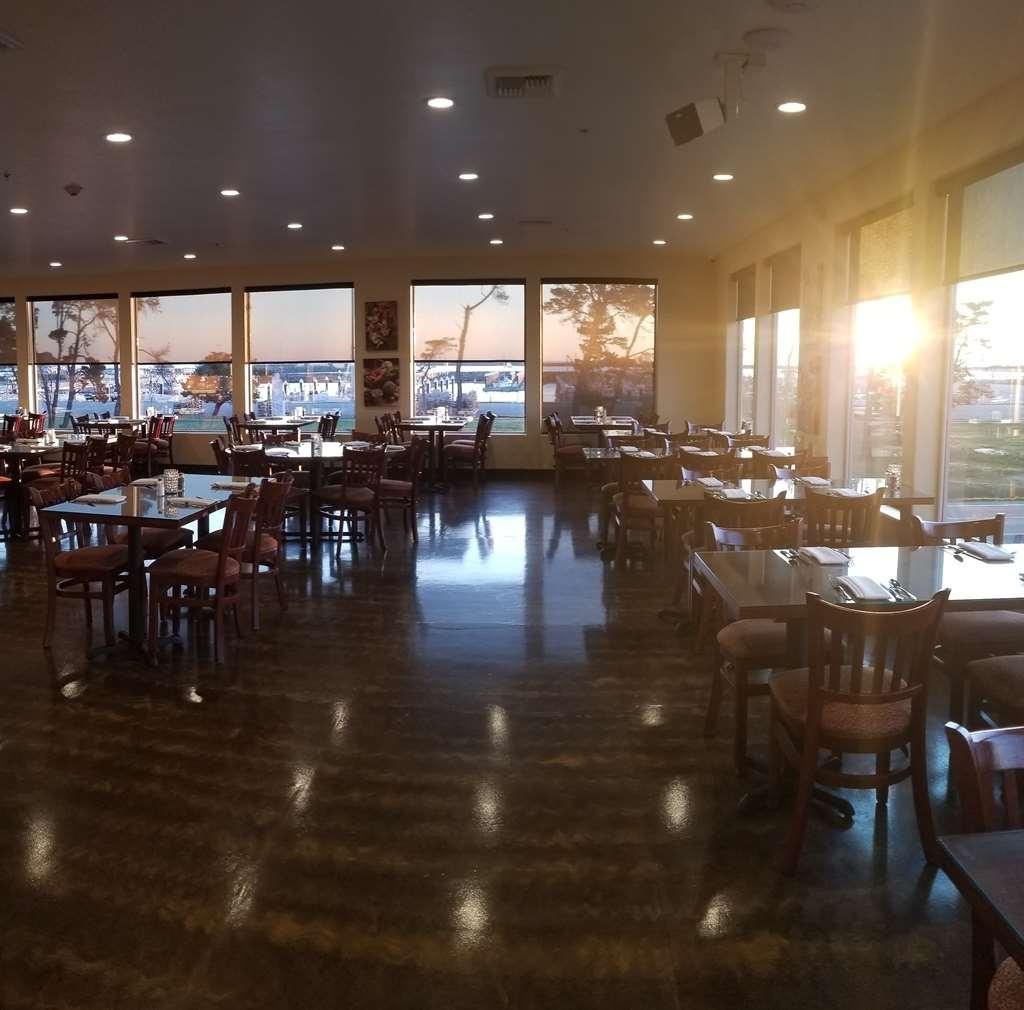 Best Western Plus Northwoods Inn - Restaurante/Comedor