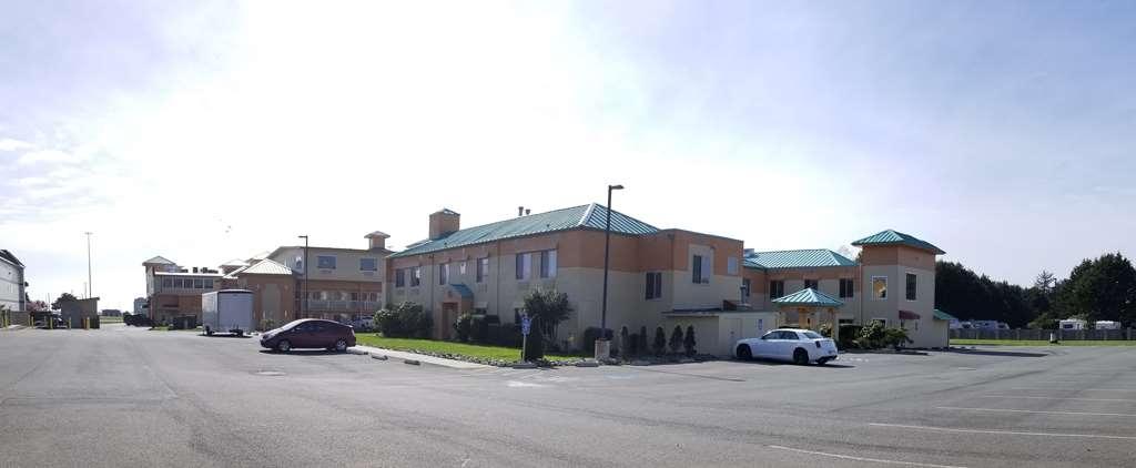 Best Western Plus Northwoods Inn - Vista Exterior