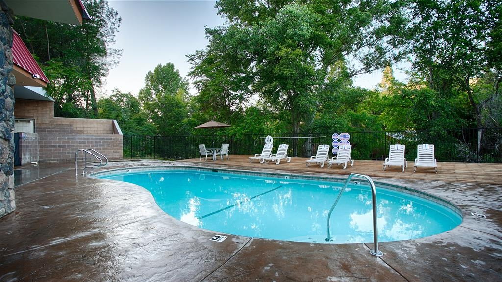 Best Western Plus Yosemite Way Station Motel - Our outdoor seasonal pool and hot tub is the perfect place to rejuvenate after a day of exploring the Yosemite National Park.
