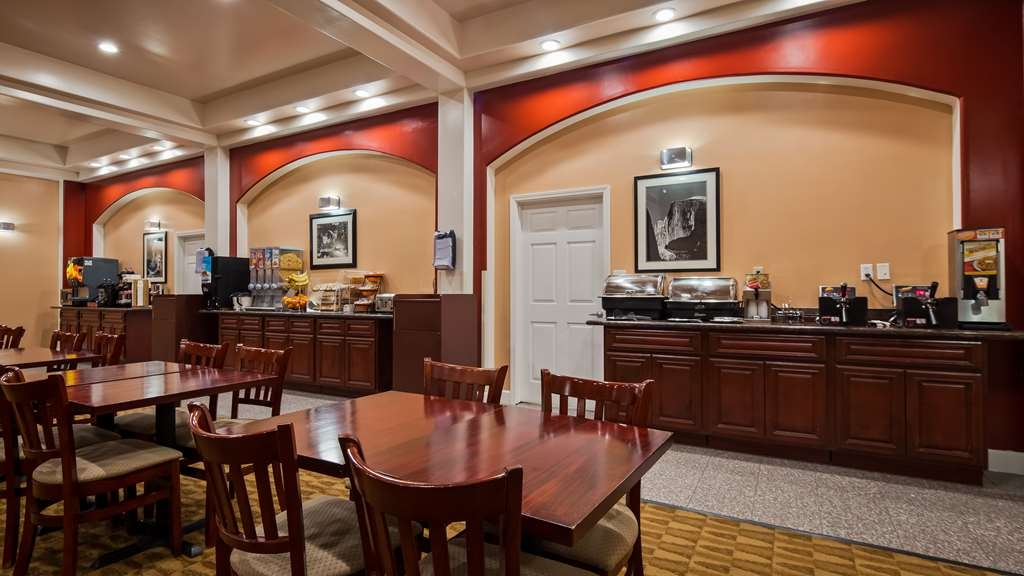 Best Western Plus Yosemite Way Station Motel - Newly added and upgraded items available at our full hot breakfast
