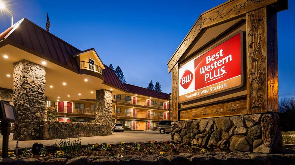 Best Western Plus Yosemite Way Station Motel - Facciata dell'albergo