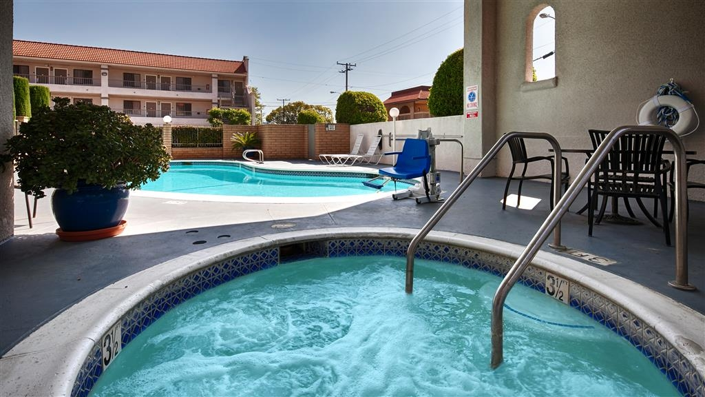 Best Western Pasadena Royale Inn & Suites - Relax body and mind with our rejuvenating hot tub.