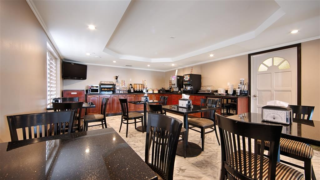Best Western Pasadena Royale Inn & Suites - Our welcoming breakfast area will provide a great morning atmosphere for that first cup of coffee.