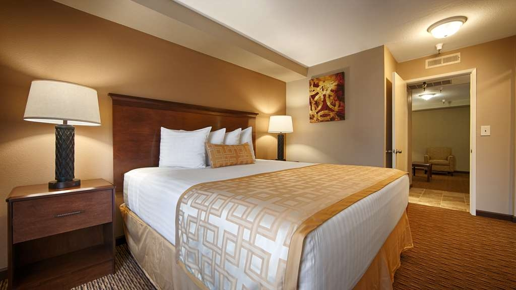 Best Western Pasadena Royale Inn & Suites - Feel right at home with our great amenities.