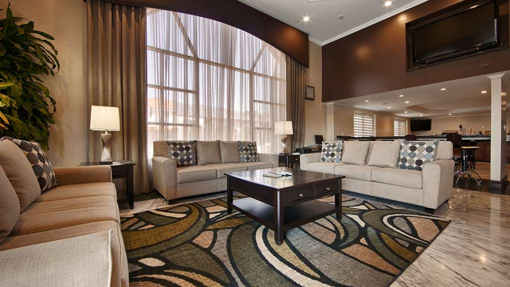 Best Western Pasadena Royale Inn & Suites - We strive to exceed your every expectation as soon you walk into our lobby.