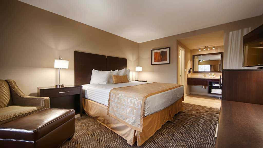 Best Western Pasadena Royale Inn & Suites - This comfortable guest room is perfect for a layover, extended stay, or weekend getaway.