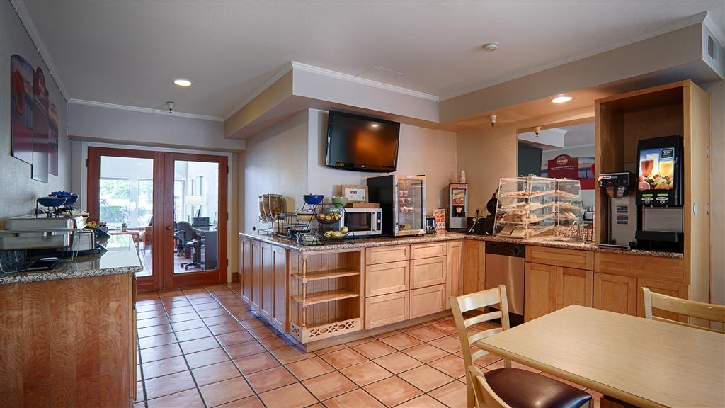 Best Western Plus Inn Scotts Valley - A complimentary hot breakfast awaits you. Open from 6am-10am.