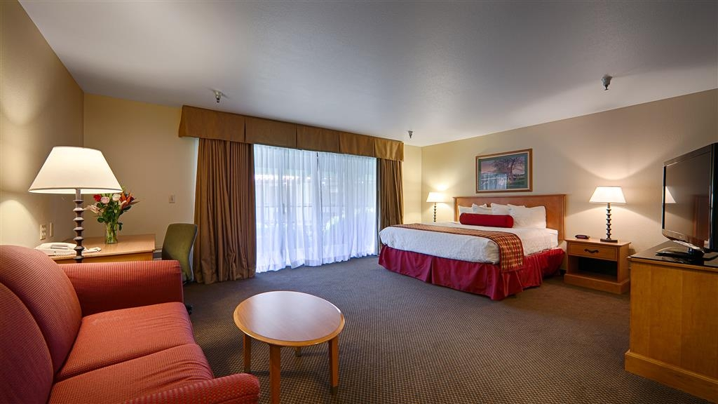 Best Western Plus Inn Scotts Valley - Sleep the night away in our cozy deluxe king guest room. High-speed Internet access and a refrigerator come standard.