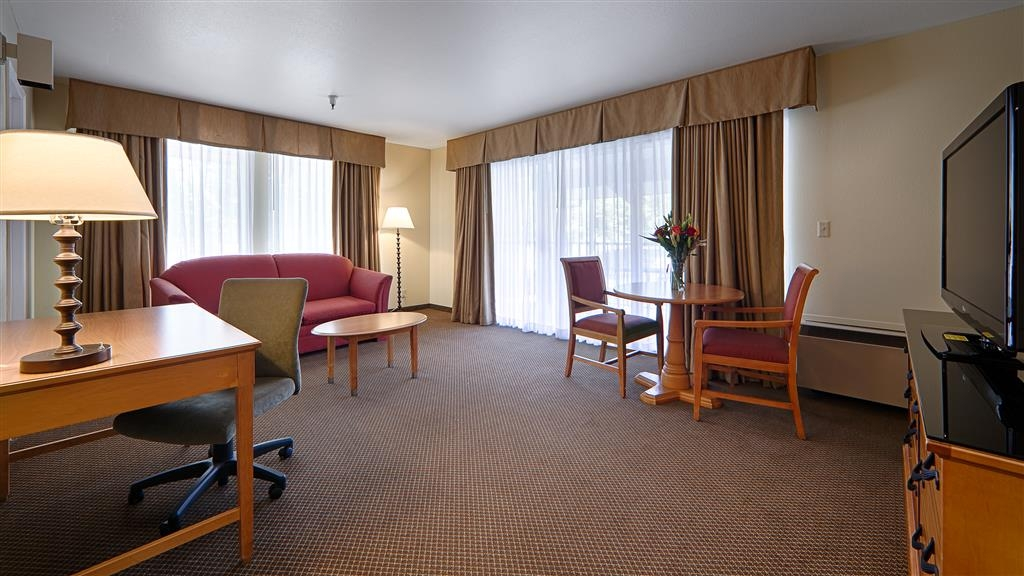 Best Western Plus Inn Scotts Valley - There is plenty of space for you to unwind in our deluxe king guest room.