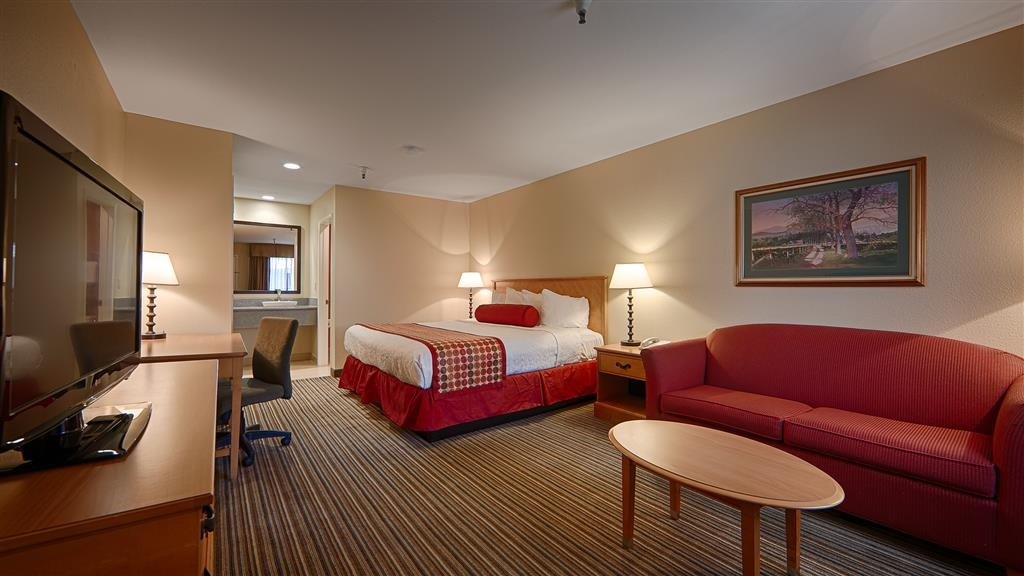 Best Western Plus Inn Scotts Valley - Our suites are spacious and offer a comfortable seating area for you to unwind.
