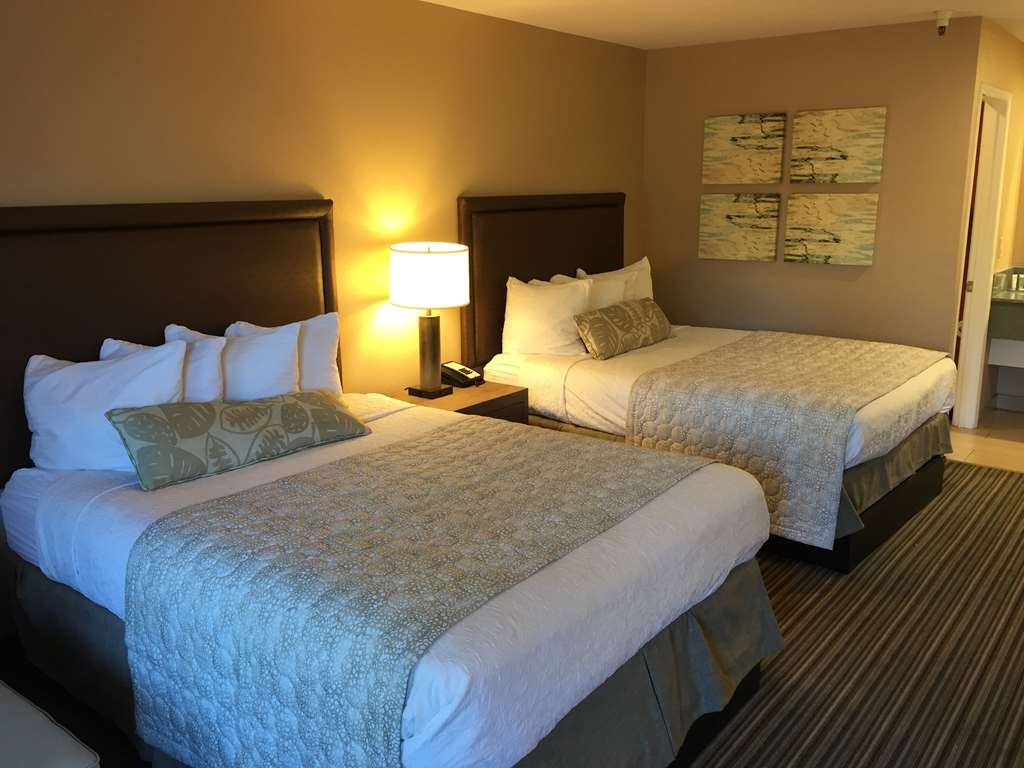 Best Western Plus Inn Scotts Valley - When traveling enjoy the comfort of our double queen rooms.