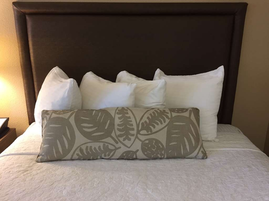 Best Western Plus Inn Scotts Valley - Sweet dreams await in our Queen size beds.