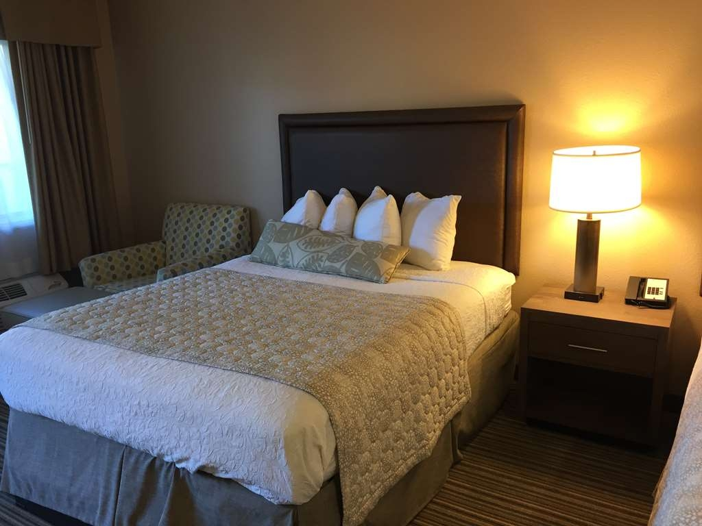 Best Western Plus Inn Scotts Valley - Whether you're alone or traveling with family or friends our standard double queen rooms give you the space and comfort you need.