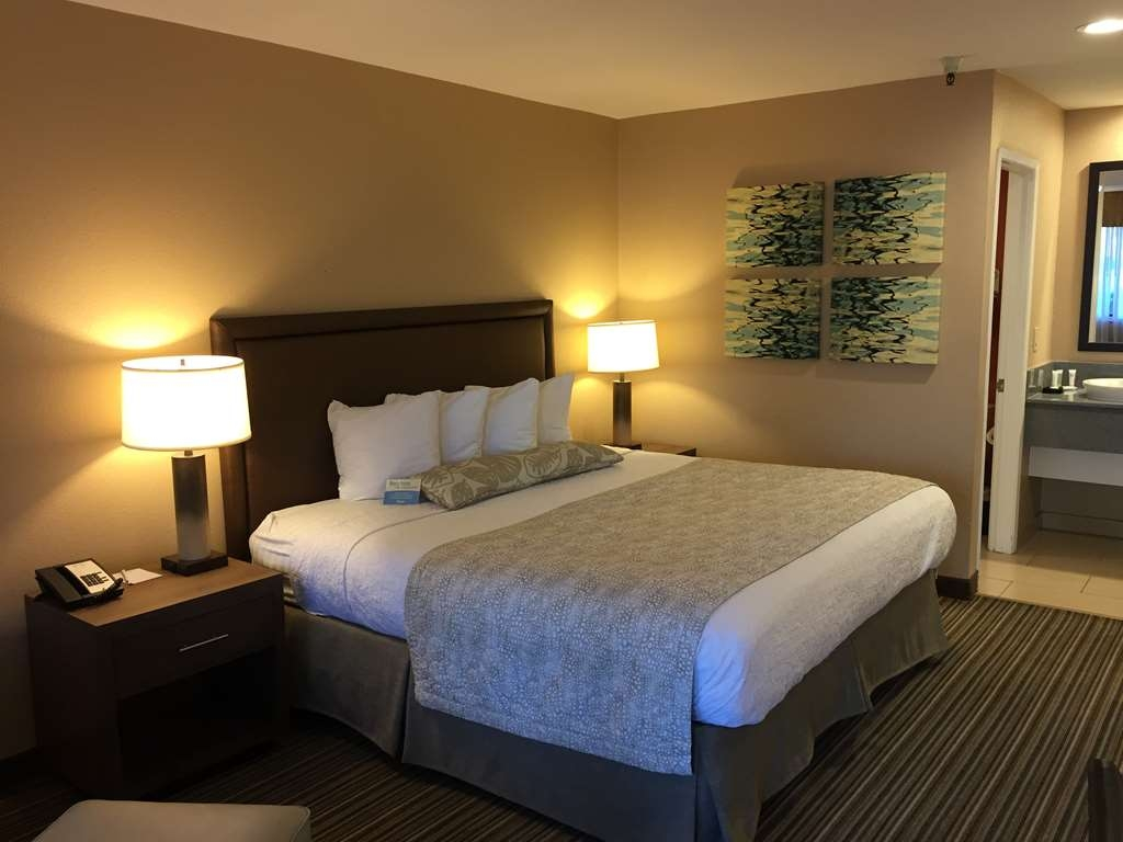 Best Western Plus Inn Scotts Valley - Spacious king bed allows you to have sweet dreams.