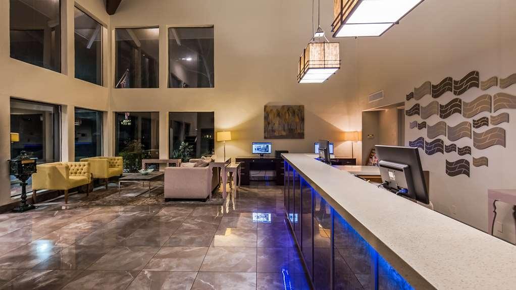Best Western Plus Inn Scotts Valley - Front Desk