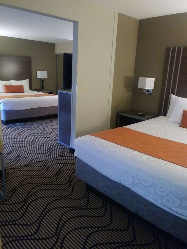Best Western Heritage Inn - Chico - Upgrade to our two king rooms for a little extra space for everyone to unwind.