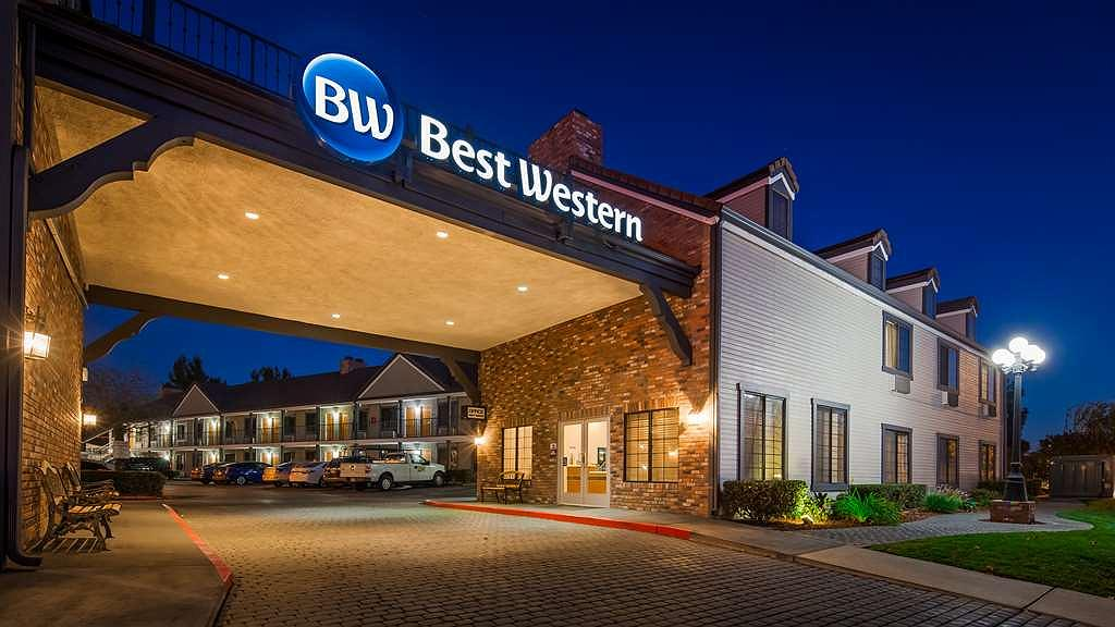 Best Western Country Inn - Aussenansicht