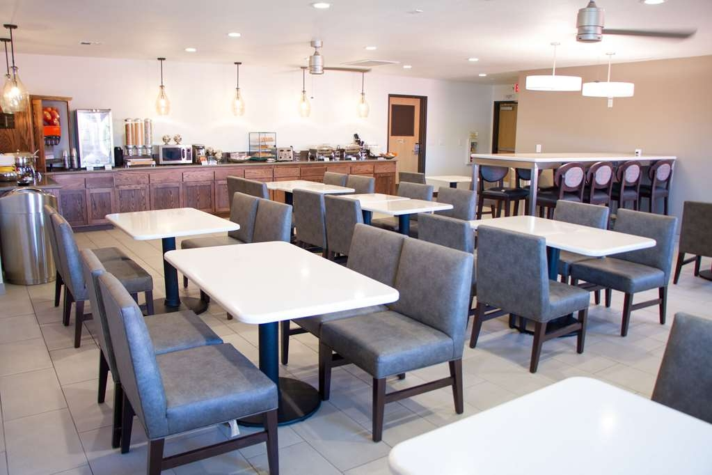 Best Western Plus Colony Inn - Rise and shine with a complimentary full hot breakfast every morning at the Best Western Plus Colony Inn.